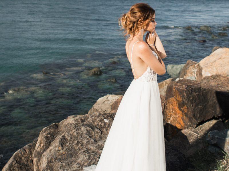 bride-dress-fashion-2122351.jpg